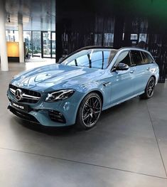 🤤 The worlds fastest wagon, in China Blue Classic MB shade? 👌🏼 Something awesome about combining supercar-killing modern cars… Mercedes Auto, Mercedes Benz E63 Amg, Ferrari, Lamborghini, Bugatti, E63 Amg Wagon, New Luxury Cars, Luxury Suv, Merc Benz