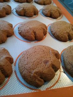 Pattes d'ours maison - Chroniques Gourmandes No Cook Desserts, Cookie Desserts, Cookie Recipes, Dessert Recipes, Dessert Ideas, Molasses Cookies, Raisin Cookies, Delicious Deserts, Biscuit Cookies