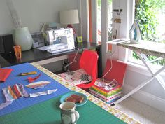 I like the U shape layout of this sewing space