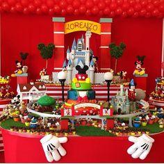 Mais uma do Mickey, para quem ama esse mundo de Disney By @fabianacoelhosucraria  #festasideias #festa #party #disney #mickey #personalizado #mesa #ideiasfestas #decoração #diferenciado #love #waltdisney