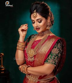 Talk about a South Indian bridal look, and apart from intricate blouse designs and magnificent Kanjeevaram sarees, it's the temple jewellery designs that catches everyone's attention! Bengali Bridal Makeup, Indian Wedding Makeup, Indian Wedding Bride, Boho Wedding, Indian Weddings, Romantic Weddings, Wedding Couples, Wedding Reception, Indian Bridal Photos