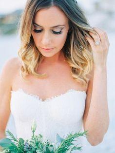5 Beach Wedding Makeup Tips And 16 Examples | HappyWedd.com #PinoftheDay #beach #wedding #makup #MakeupTips #examples #WeddingMakeup