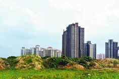 Real estate prices to drop up to 30% :  Housing prices in 42 major cities across #India could drop by up to 30% over 6-12 months after the #demonetisation of high-value notes, wiping out over Rs8 trillion worth market value of residential properties  Read More<> http://www.bizbilla.com/hotnews/Real-estate-prices-to-drop-up-to-30-4994.html  #Bizbilla #latestnews #RealEstate