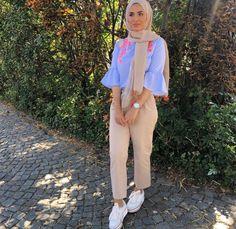 Street Hijab Fashion, Muslim Fashion, Modest Fashion, Fashion Outfits, Womens Fashion, Scarf Styles, Hijab Styles, Hijab Fashion Inspiration, Modest Wear