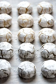 This Italian recipe for almond cookies a. soft amaretti, requires three basic ingredients (almond flour, sugar and egg whites) and is made in 3 different ways. Italian Almond Cookies, Almond Meal Cookies, Chocolate And Vanilla Cake, Chocolate Sweets, Pureed Food Recipes, Dessert Recipes, Food Network Recipes, Food Processor Recipes, Biscuit Cookies