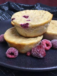 Diese Quarkmuffins mit Himbeeren haben besonders viel Protein und können sehr gut zum Frühstück oder als Snack zwischendurch verzehrt werden.