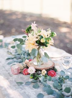 Pretty rustic tablescape for a relaxed or outdoor wedding #glamping