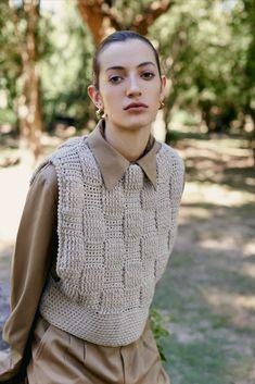 Look 8 // Womenswear Fall_Winter 2021-2022 Blusas Top, Knitwear Fashion, Lana, Hand Knitting, Knit Crochet, Fall Winter, Women Wear, Men Sweater, Womens Fashion