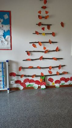 Herbst Dekoration – Oh, les rues de France! Fall Arts And Crafts, Autumn Crafts, Autumn Art, Autumn Theme, Class Decoration, School Decorations, Autumn Decorations, Preschool Crafts, Diy And Crafts