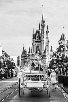 Did You Know Living With The Magic Specializes In Fairytale Weddings And Honeymoons Heres A Modern Fairy Tale Wedding At Disneys Kingdom