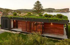 archiblox assembles prefab avalon house on australian cliff Avalon House, Eco Buildings, Beachfront House, Casas Containers, Eco Friendly House, House Roof, Sustainable Architecture, Pavilion Architecture, Residential Architecture