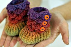 Crocodile Stitch Baby Booties ~ free pattern available on Ravelry