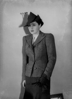 Mona Friedlander, British pilot (Bassano, 1939)