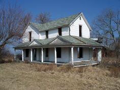 Old Folk Victorian Farmhouse Location Unknown Abandoned Ohio, Abandoned Farm Houses, Old Farm Houses, Abandoned Mansions, Abandoned Places, Haunted Places, Old Buildings, Abandoned Buildings, Abandoned Castles