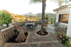 http://www.westernpavers.com/images/Paver-Courtyards/low/Belgard-Courtyard-pavers-San-Marcos.jpg