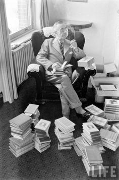 Thomas Mann. (Alemania, 1875-1955), Mann. Novelista y crítico alemán, una de las figuras más importantes de la literatura de la primera mitad del siglo XX