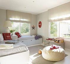 Habitación para dos hermanos en tonos blancos, azules y amarillos - Mamidecora.com