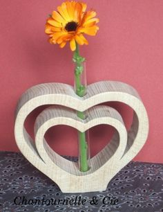 double-coeur Wood Block Crafts, Diy Wood Projects, Wood Crafts, Woodworking Projects, Diy And Crafts, Projects To Try, Wood Vase, Wood Burning Patterns, Scroll Saw Patterns