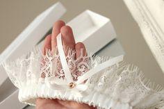 white lace wedding garter with gold - Handmade_by_Donna - Podwiązki