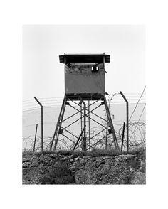 "Taysir #Batniji - ""Watchtowers, West Bank"" (immagine 15/26) © Taysir Batniji - Courtesy l'artista e Sfeir Semler Gallery, Beirut/Hamburg #100anni #fotografia"