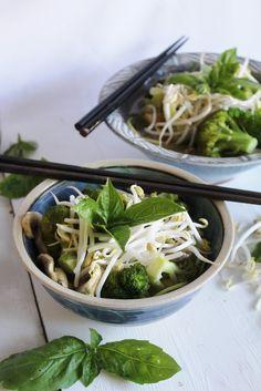 Raw Vegan Phở With Hoisin Sauce | This Rawsome Vegan Life | #recipe #raw #vegan