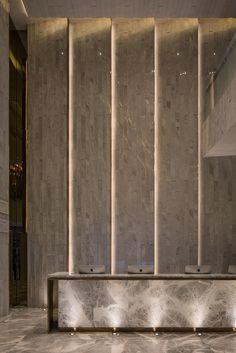 Wall Design Hotel Lobby Lighting Ideas For 2019 Reception Desk Design, Lobby Reception, Reception Counter, Hotel Reception Desk, Modern Reception Desk, Hotel Lobby Design, Modern Hotel Lobby, Luxury Hotel Design, Workspace Design
