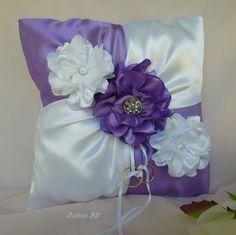 Lavender wedding ring bearer pillow White por DuboisBridalDesigns Ring Pillow Wedding, Wedding Pillows, Wedding Ring, Wedding Cakes, Ring Pillows, Cute Pillows, Throw Pillows, Wedding Wine Glasses, Pillow Crafts