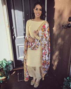 Love wearing plain suits with a statement duppata Outfit: Punjabi Fashion, Ethnic Fashion, Bollywood Fashion, Indian Fashion, Women's Fashion, Indian Suits Punjabi, Indian Attire, Indian Wear, Indian Style
