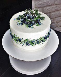 lemon buttercream A spring lemon blueberry cake with zesty lemon buttercream! This layer cake is studded with fresh juicy blueberries, filled with lemon curd and frosted with lemon b Pretty Cakes, Beautiful Cakes, Amazing Cakes, Mousse Au Chocolat Torte, Cake Recipes For Kids, Fruit Recipes, New Cake, Blueberry Cake, Savoury Cake