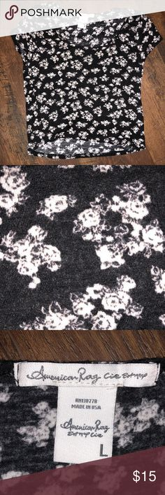 Black & White Floral American Rag Crop Top Size large (I wear a size small but got the large to be flowy)  Soft, comfy, & cute! American Rag Tops Crop Tops