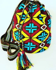 One of those #masterpieces that steal your when you see them #foreverinlove with #wayuumochilas #cheerupyourmonday #loveart #lovemochilas #wayuubags #mochilabags #wovenbag #beachbag #travelbag #malambobags #fairtrade #ethicallysourced #slowmade #lovepattern #patternity