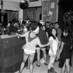 Este viernes 19 de abril, el Club Atlántico dará una fiesta sin pantalones. En ésta se presentarán Los Master Plus y Astros de mendoza.El acceso es a las 21:00 hrs. y estos son losprecios:Chicas s/pantalones 0Chicas c/pantalones 100Chicos s/pantalones 100Chicos c/pantalones 200Club Atlántico (República de Uruguay #84, piso 3, Centro Histórico, Ciudad de México. En …