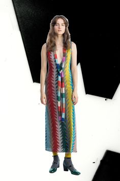 See the complete Missoni Pre-Fall 2017 collection.