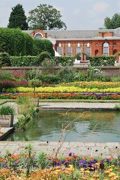 London - The Orangery at Kensington Gardens - wonderful high tea - beautiful…