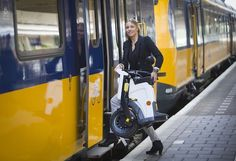 Eerste opvouwbare elektrische scooter komt uit Nederland