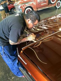 Art of Pinstriping motorcycles,hotrods,lowriders