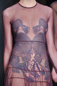 """aclockworkpink: """" Marios Schwab F/W London Fashion Week """" Uni Fashion, Ethnic Fashion, Fashion Week, Paris Fashion, Fashion Art, High Fashion, Fashion Beauty, Autumn Fashion, Fashion Design"""