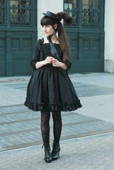 Cute Black Gothic Lolita Dress / Hat / Fashion Photography / Gothique Girl / Cosplay // ♥ More at: https://www.pinterest.com/lDarkWonderland/