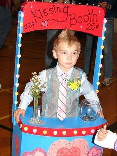 Homemade Costume Ideas: Kissing Booth