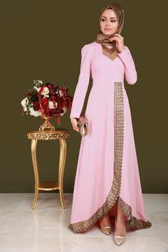 ** SONBAHAR / KIŞ ** Varak Detay Kolyeli Abiye Pudra Ürün Kodu: YGS5090 --> 169.90 TL Muslim Dress, Hijab Dress, Hijab Outfit, Islamic Fashion, Muslim Fashion, Modest Fashion, Simple Long Dress, Kurti Collection, Batik Dress