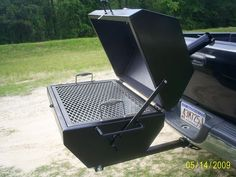 Discover thousands of images about Great for Yakitori Log Barbecue Cookers - The Hibachi 'Hibachinator' is Heavy Duty and Built to Last (GALLERY) Welding Art Projects, Metal Projects, Bbq Grill, Grilling, Homemade Grill, Grill Stand, Grill Design, Rocket Stoves, Outdoor Cooking