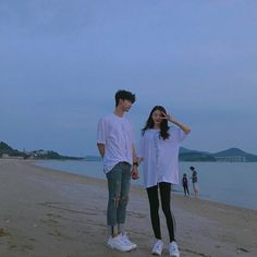 Chang hyung y yo Mode Ulzzang, Korean Boys Ulzzang, Ulzzang Girl, Boy Best Friend Pictures, Boy And Girl Best Friends, Matching Couple Outfits, Matching Couples, Cute Couples Photos, Cute Couples Goals