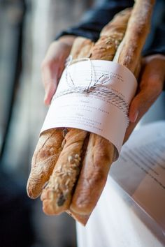 Un pain de baguette svp Bread Art, Pan Bread, Bread Baking, Artisan Boulanger, Corner Bakery, Bread Shop, French Bakery, Our Daily Bread, Bakery Cafe
