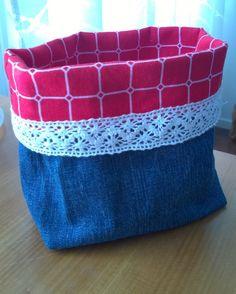 Farkkupussukka Diy Bags, Recycling, Throw Pillows, Toss Pillows, Cushions, Decorative Pillows, Upcycle, Decor Pillows, Scatter Cushions