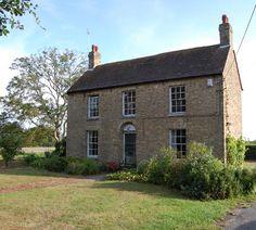 Snooping around: Rural, urban or renovation English Farmhouse, Cottage Farmhouse, Style At Home, English House, English Tudor, English Cottages, Country Cottages, Cottage Exterior, Cottage Shutters