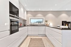 This Pin was discovered by Doc U Shaped Kitchen Inspiration, High Gloss Kitchen, Kitchen Stories, Kitchen Remodel, Kitchen Design, Modern Design, New Homes, Kitchen Extensions, Kitchen Cabinets