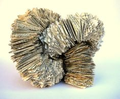 Papier-Skulpturen, abstrakte Buch-Papier-Skulptur
