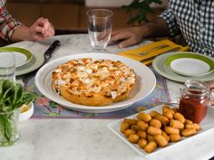 Get Focaccia Pizza Recipe from Food Network. (Recipe indicates using uncooked meatballs, but TV episode uses COOKED leftover meatballs. The show is about using leftover foods. Baked In Vermont, Pizza Recipes, Cooking Recipes, Beef Recipes, Yummy Recipes, Meatball Pizza, Focaccia Pizza, Pizza Bake, Pizza Dough