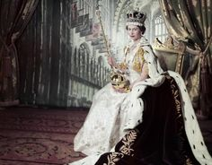 Oltre ad essere una regina molto amata e stimata dai suoi cittadini, con i suoi 65 anni di regno Elisabetta II è la sovrana dei record