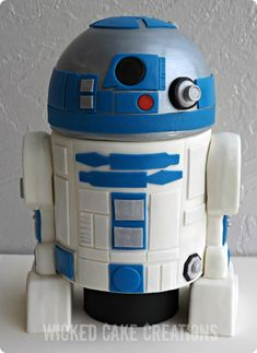 R2-D2 grooms wedding cake